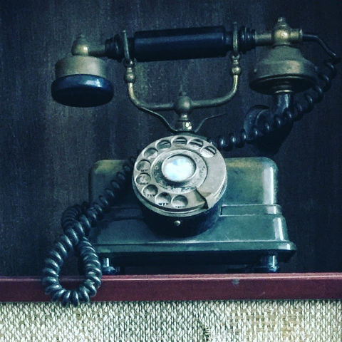 old-fashioned-telephone-square